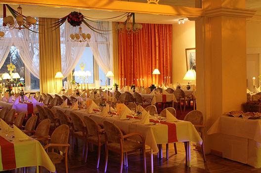 Feiern im großen Saal